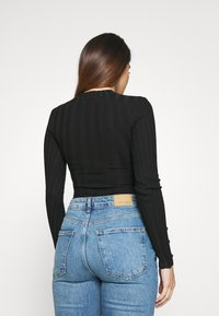 Missguided Petite - BUTTON CUFF CREW NECK BODY - Jumper - black - 2