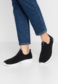 Skechers Sport - ULTRA FLEX - Sneakers laag - black/white - 0