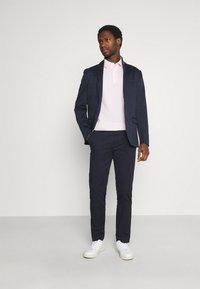 Selected Homme - SLHSLIM DEREK PANTS  - Chino - navy blazer - 1