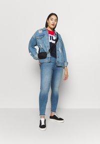 Vero Moda Curve - VMSOPHIA SKINNY JEANS - Jeans Skinny - light blue denim - 1