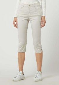 BRAX - Denim shorts - sand - 0