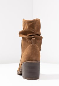 Bullboxer - Classic ankle boots - brown - 5