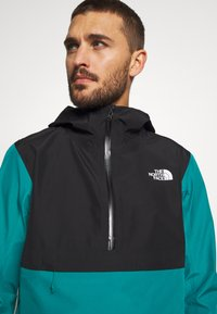 The North Face - MEN'S ARQUE JACKET - Hardshellová bunda - fanfare green/black - 4