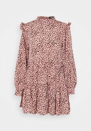 FRILL SHOULDER TIERED SMOCK DRESS LEO - Denní šaty - pink