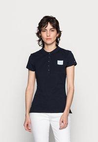 Tommy Hilfiger - POLOS - Polo shirt - desert sky - 0