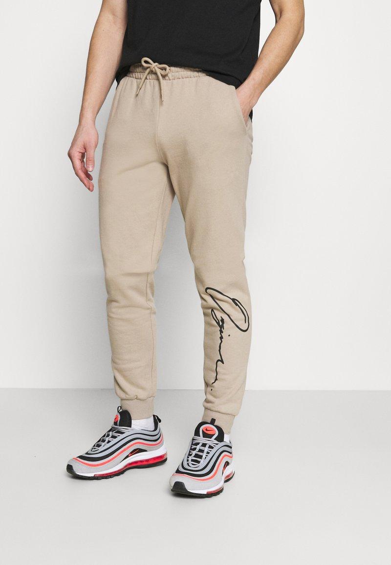 Jack & Jones - JORSCRIPTT PANTS  - Pantaloni sportivi - crockery