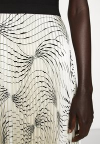 Victoria Victoria Beckham - OFF SHOULDER BACKLESS DRESS - Vestito elegante - dunes - 7