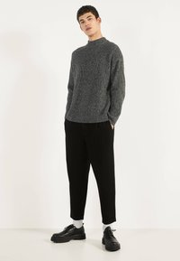 Bershka - BALLOON - Džíny Straight Fit - black - 1