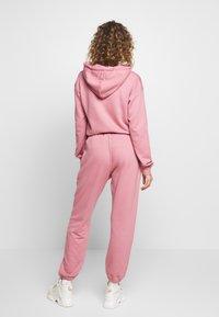 Missguided - OVERSIZED JOGGER - Pantalon de survêtement - pink - 2