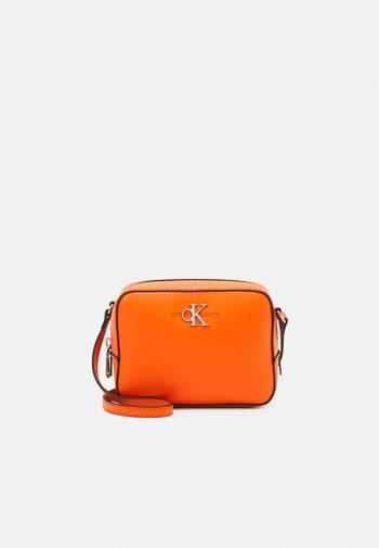CAMERA BAG - Torba na ramię - orange