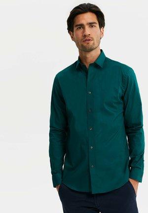 WE FASHION HERREN-SLIM-FIT-HEMD MIT STRETCHANTEIL - Shirt - moss green