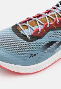 Reebok - FLOATRIDE ENERGY 3.0 ADVENTURE - Zapatillas de trail running - gable grey/midnight pine/neon cherry - 5