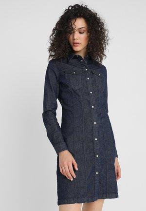 TACOMA SLIM FLARE DRESS - Denim dress - 7826-89