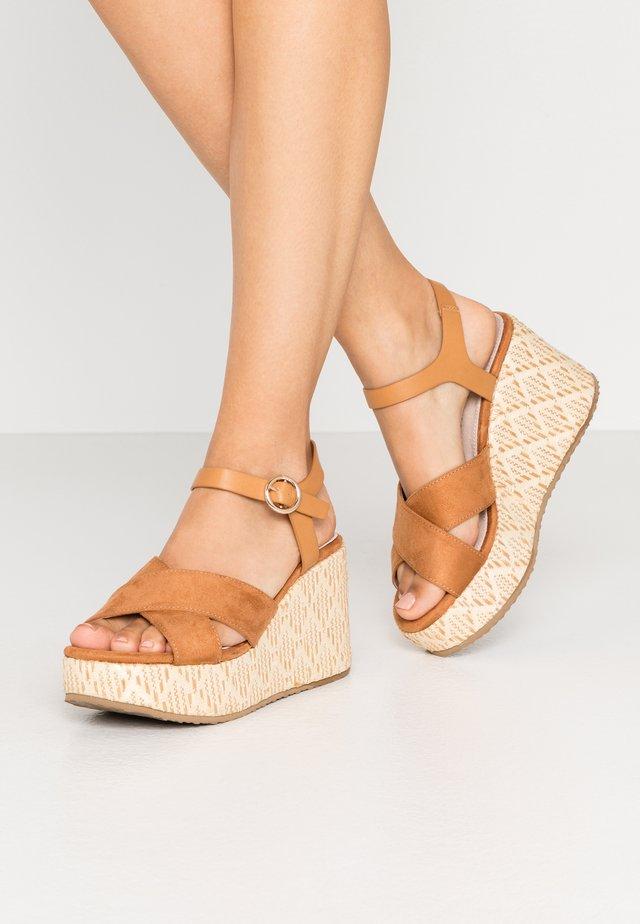 Sandály na vysokém podpatku - natural