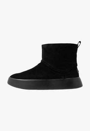 CLASSIC BOOM BOOT - Platåstøvletter - black