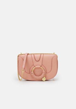 Taška spříčným popruhem - fallow pink
