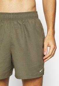 Nike Performance - VOLLEY  - Shorts da mare - medium olive - 3