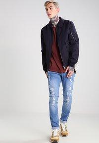 Tigha - MILO - T-shirt - bas - vintage rust red - 1