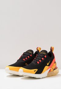 Nike Sportswear - AIR MAX 270 - Tenisky - black/universe gold/bright crimson/sail - 2