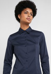 HUGO - THE FITTED - Button-down blouse - navy - 3