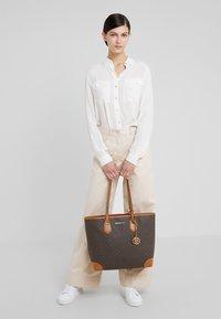 MICHAEL Michael Kors - EVA TOTE - Bolso shopping - brown - 1