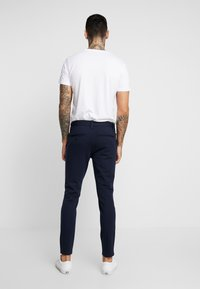 Only & Sons - ONSMARK PANT STRIPE - Pantaloni - night sky