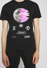 CLOSURE London - ECLIPSE TEE - T-shirt med print - black - 4