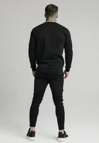 SIKSILK - SIKSILK  PANEL CREW  - Sweatshirt - black & gold - 2