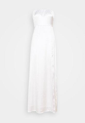 OFF SHOULDER SLIT DRESS - Vestido de fiesta - white