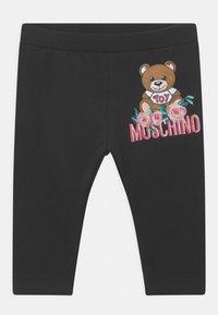 MOSCHINO - SET - Leggings - Trousers - cloud/black - 2