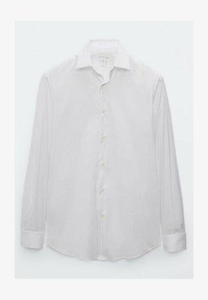UNIFARBENES STRETCH - Shirt - white