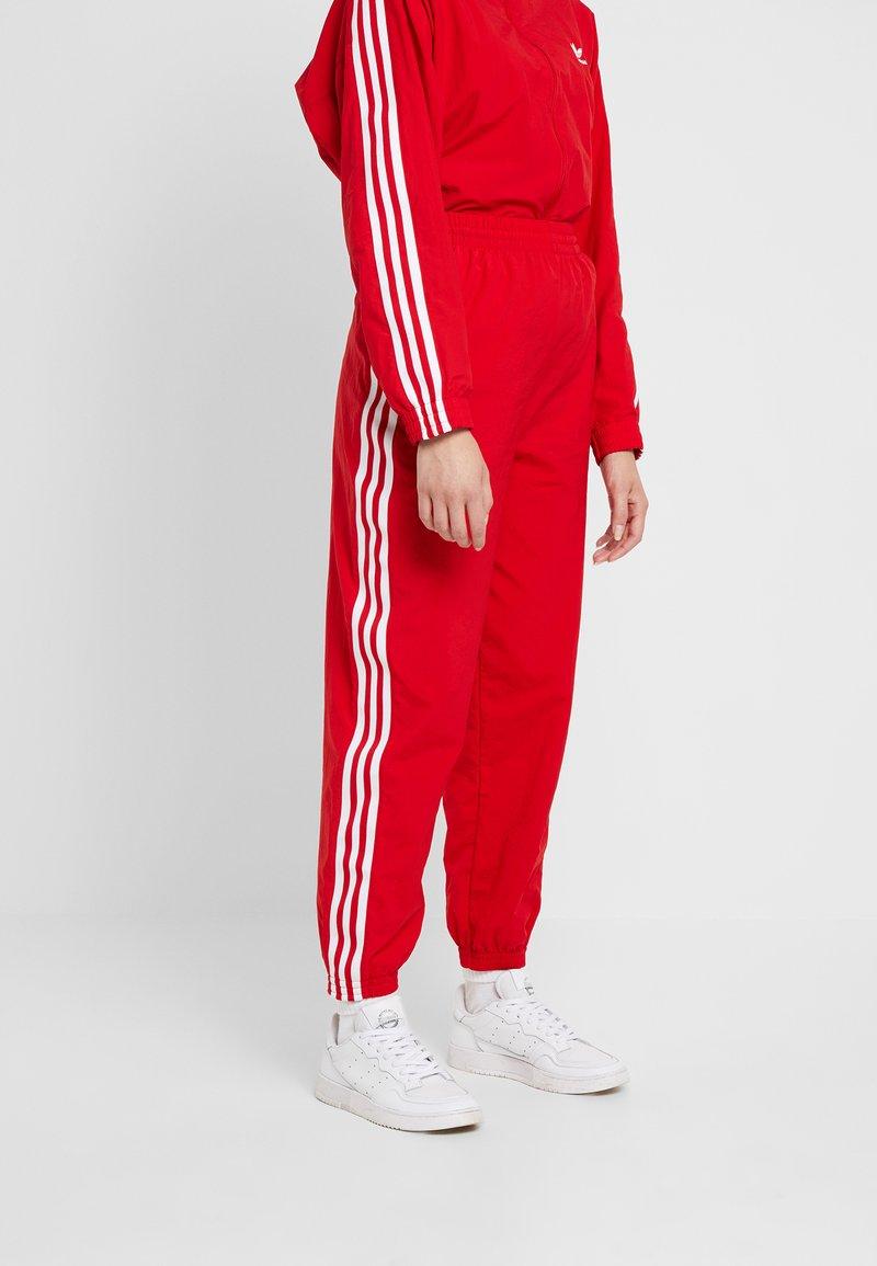 adidas Originals - LOCK UP ADICOLOR NYLON TRACK PANTS - Joggebukse - red