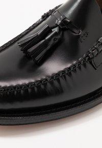 G. H. Bass & Co. - WEEJUN LARKIN TASSEL HERITAGE - Elegantní nazouvací boty - black - 6