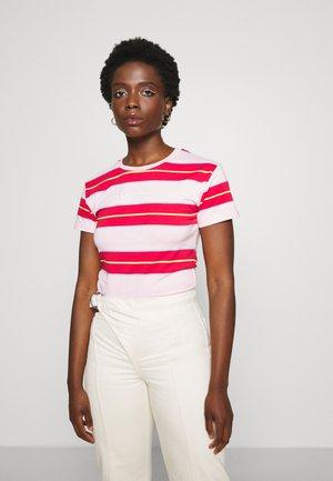 SMALL SIGNATURE STRIPE TEE - T-shirt med print - rose