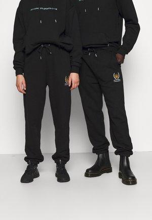 CREST JOGGER UNISEX - Pantalones deportivos - black