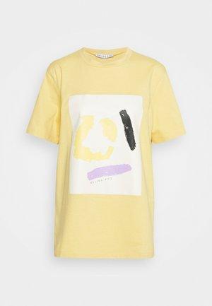 MURPHY - T-shirt con stampa - yellow