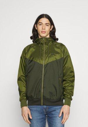 Veste légère - sequoia/rough green