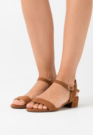 WIDE FIT SPRIGHTLY  - Sandalias - tan