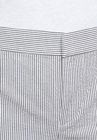Lauren Ralph Lauren - SEERSUCKER PANT - Trousers - navy/white - 4