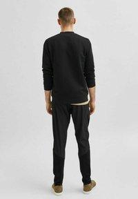 Selected Homme - Zip-up sweatshirt - black - 2
