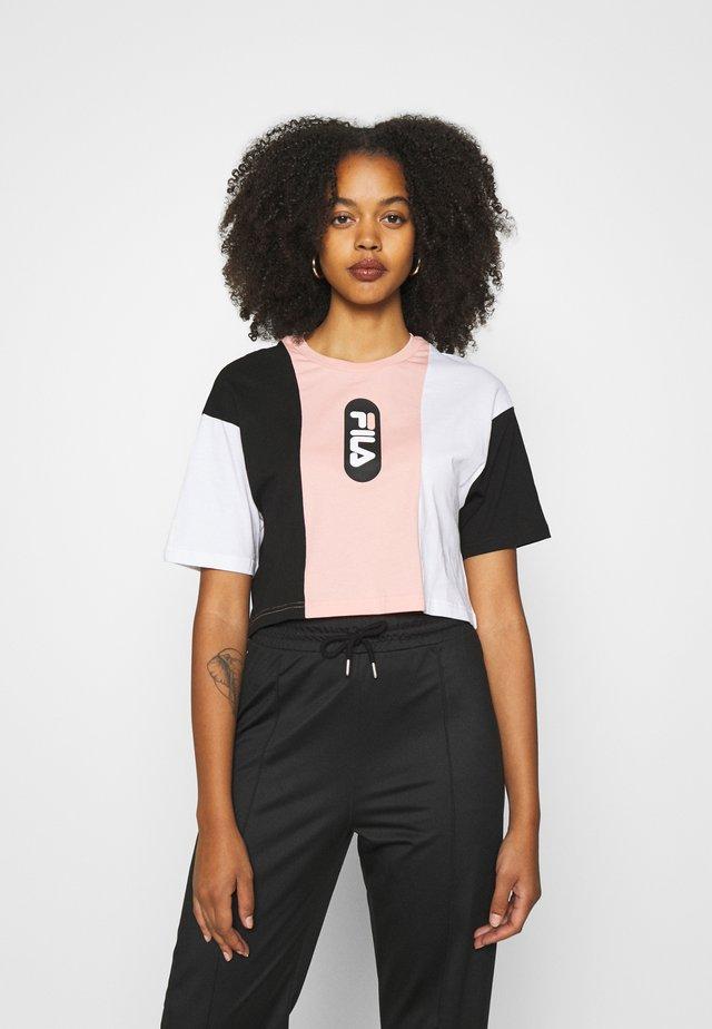 BASMA BLOCKED CROPPED TEE - T-shirt print - black/bright white/coral cloud
