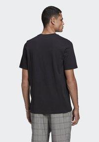 adidas Originals - TREFOIL UNISEX - T-shirts print - black/white - 2