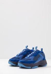 Calvin Klein Jeans - MARVIN - Sneakers basse - multicolor nautical blue - 2