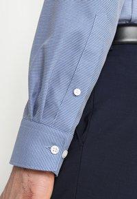 OLYMP Luxor - OLYMP LUXOR - Camicia elegante - royal - 3