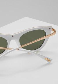 Le Specs - ENCHANTRESS - Okulary przeciwsłoneczne - white - 2