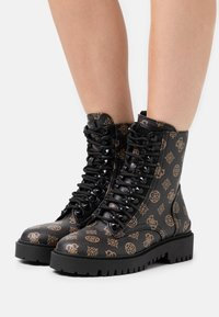 Guess - OXANA - Bottines à lacets - brown/ocra - 0