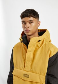 PULL&BEAR - MIT BAUCHTASCHE - Light jacket - yellow - 4
