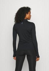Under Armour - QUALIFIER RUN 1/2 ZIP - Sports shirt - black - 2