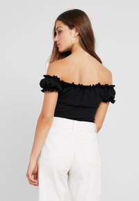 Missguided Petite - MILKMAID TIE FRONT BARDOT - T-shirt con stampa - black - 3