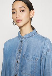 American Eagle - CORE BUTTONDOWN - Button-down blouse - blue